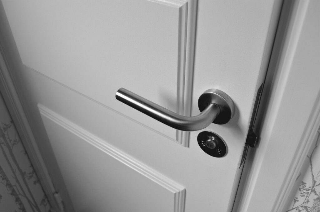 Zamknij drzwi naklucz